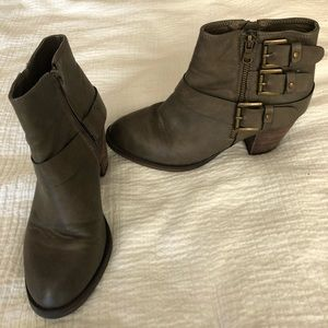 Ankle boots with buckle detail